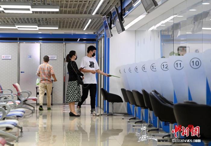 英国大学担忧中国留学生取消求学计划_英国-签证-画中画-