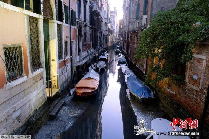 游客越来越胖!威尼斯下调贡多拉最大载_船夫-游船-水位-