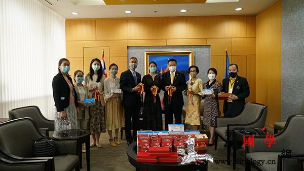 曼谷中国文化中心向泰国文旅机构捐赠防_曼谷-香囊-泰国-文化中心-