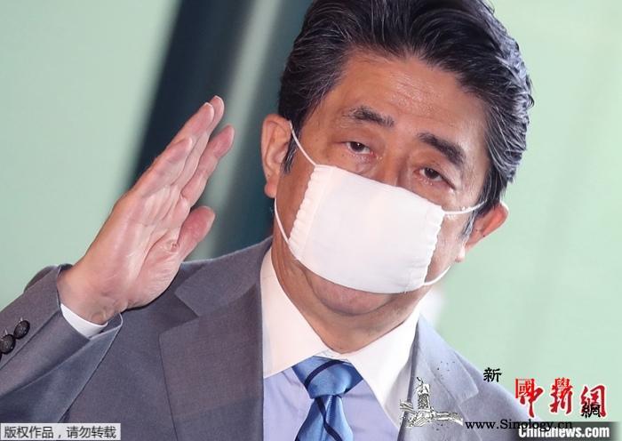"""防护效果不好?安倍出席活动时不再戴""""_日本-佩戴-口罩-"""