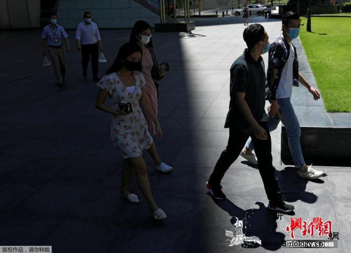 新加坡要求居家隔离的入境者必须佩戴电_佩戴-疫情-居家-