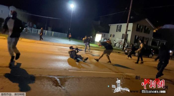 美国非裔接连遭警察暴力执法最新抗议中_基诺-雄鹿-罢赛-