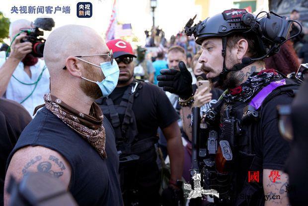 美国肯塔基州发生两派示威者对峙事件_路易斯-泰勒-示威者-