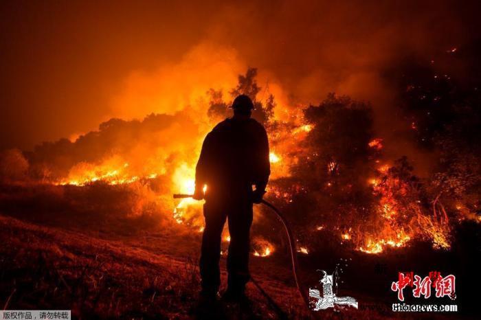 美国西部山火肆虐:著名公园关闭、州议_俄勒冈州-山火-空气质量-