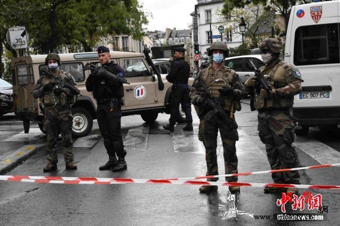 巴黎持刀袭击案致2人伤法内政部长称系_戒备森严-宪兵-巴黎-