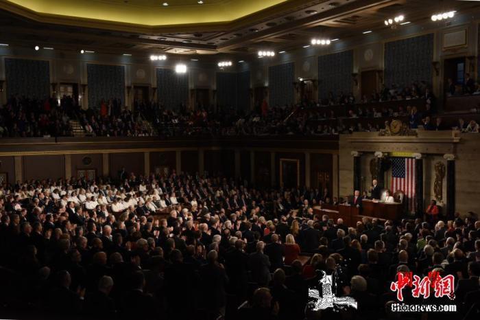 美众议院表决通过2.2万亿美元经济刺_美国国会-共和党-众议院-