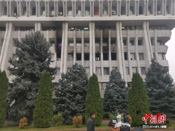 吉尔吉斯斯坦议会选举引发抗议反对派占_吉尔吉斯斯坦-反对派-总统府-