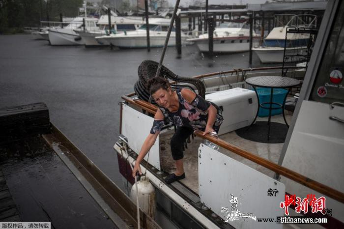 """飓风""""德尔塔""""致美国约50万户断电一_路易斯安那州-劳拉-佐治亚州-"""