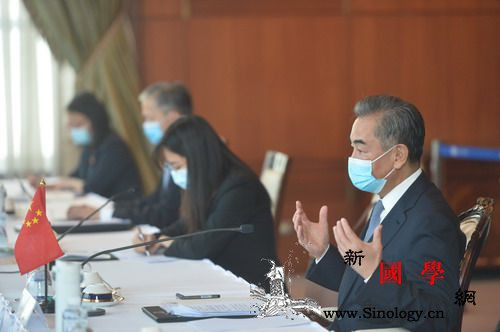 王毅同泰国副总理兼外长敦举行会谈_东盟-疫情-合作-