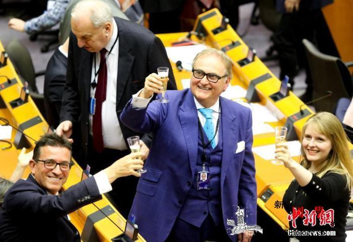 再迈进一步!欧盟成员国批准英国脱欧协_欧洲-英国-议会-