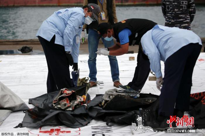 印尼失事客机搜救工作继续警方要求家属_雅加达-印尼-残骸-