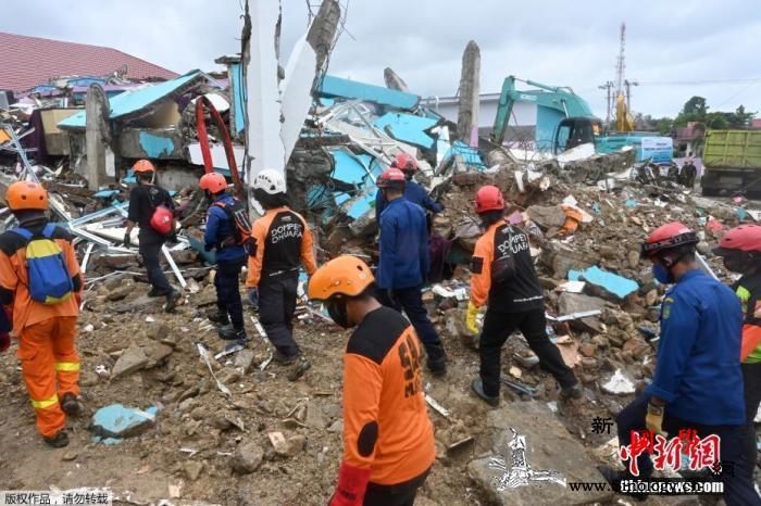印尼强震已造成至少81人死亡救援工作_印尼-倒塌-苏拉-