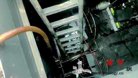 """无处可去船上的油污水""""流动污染""""母_矿物油-油污-长江-"""