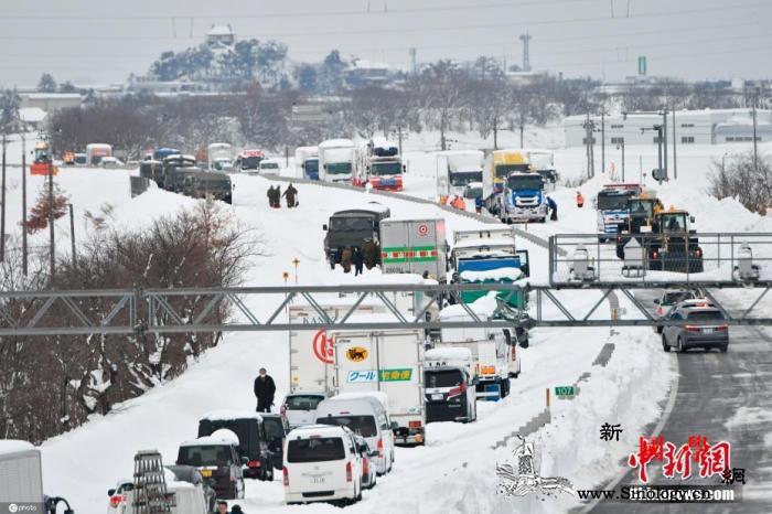 日本北海道遭遇大雪11人受困列车约7_北海道-停驶-日本-