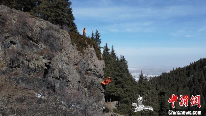 中国救援新疆机动专业支队开展山岳救援_山岳-乌鲁木齐县-绳索-