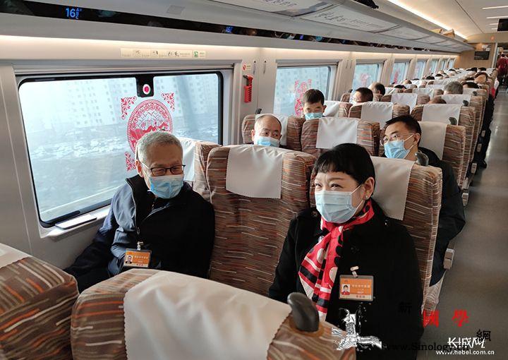 """两会现场 驶向春天的列车成""""临时会场_长城-记者-代表-"""