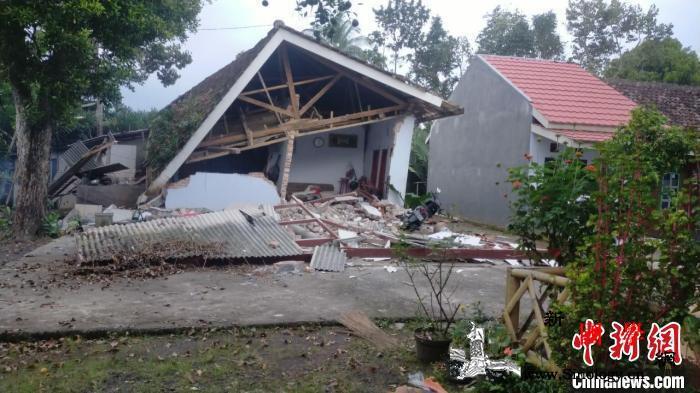 印尼强震已致6人死亡部分建筑被毁房屋_印尼-震中-海相-