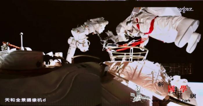 神舟十二号乘组两名航天员已成功出舱_神舟-航天员-载人航天-