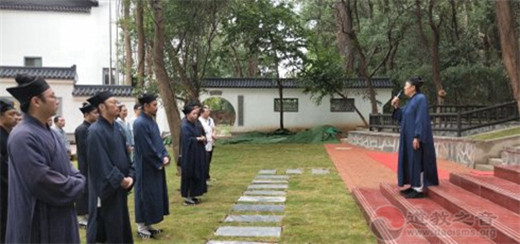 武汉大道院升国旗