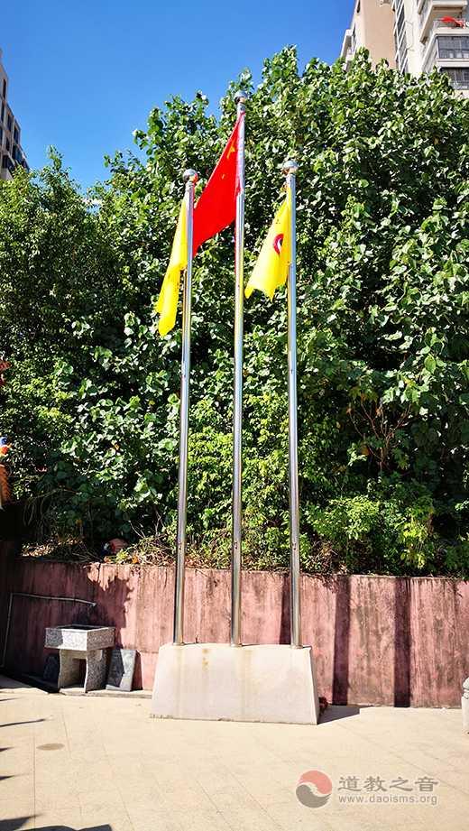 晋江市竹树下翁宫举行升国旗仪式