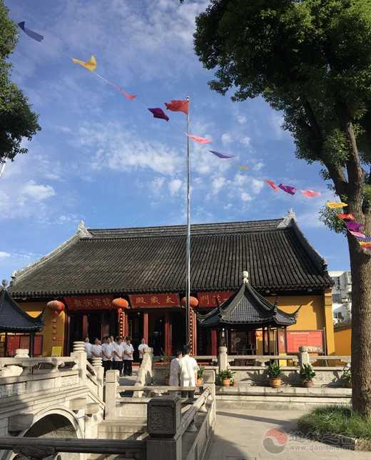苏州城隍庙举行升国旗仪式