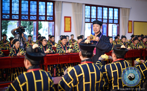 戊戌(2018)年全真派道士传戒活动举行戒子过大堂演礼活动