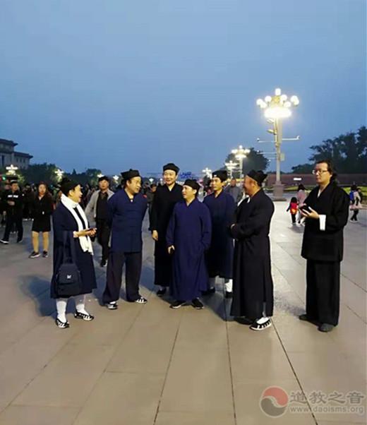 第十三期爱国宗教人士研修班道教学员参加升国旗观礼活动