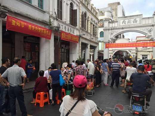 西关内关帝庙举行戊戌年重阳敬老义诊活动
