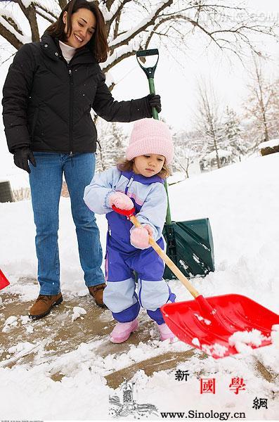 儿童玩雪的注意事项_冻伤-教导-手套-注意事项- ()