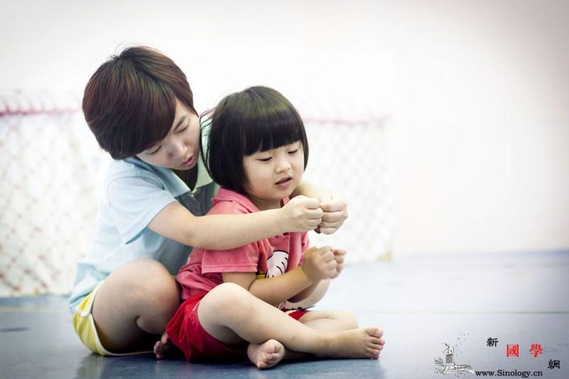 亲子游戏的特点和误区_亲子-家长-父母-玩具- ()