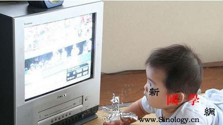 如何引导孩子适度看电视_习性-看电视-收视-电视节目-