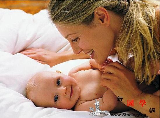 爸妈如何跟0-1岁宝宝玩亲子游戏_玩儿-亲子-父母-玩具-