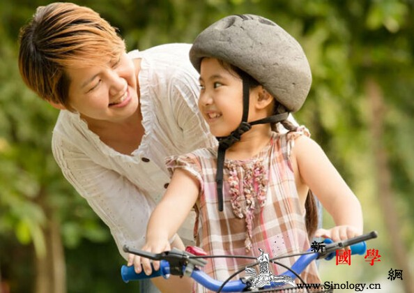 小心懒惰虫上身陪孩子运动助身心发展_身体-孩子-运动-活动-