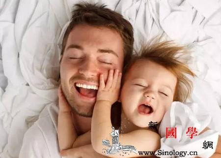 在放手让孩子成长前请先放下手机陪孩子_胖胖-陪伴-孩子-手机- ()