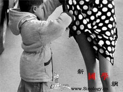 孩子喜欢掀别人裙子怎么办_打骂-模特-穿衣服-裙子- ()