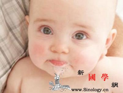 新生儿吐奶从鼻子里出来怎么回事_奶水-平躺-怎么回事-鼻子-