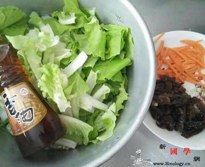 蒜香木须小白菜高纤维的蔬食料理_盐巴-蒜头-木耳-洗净-