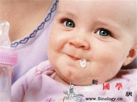 新生儿吃奶吐了还要吃怎么办_奶嘴-喂奶-吸入-哺乳-