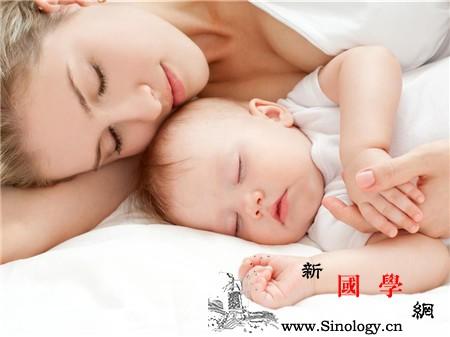 新生儿睡姿正确图片_头型-睡姿-毛巾-睡觉-