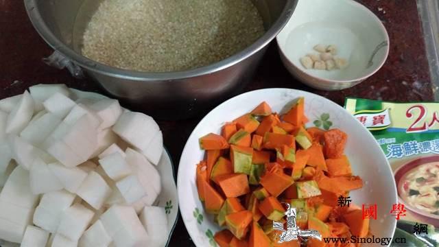 白萝卜南瓜糙米粥养胃助消化的营养粥品_干贝-糙米-浓汤-南瓜-