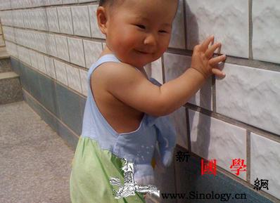 15个月宝宝还不会走路怎么办_还不-扶着-个月-姿势- ()