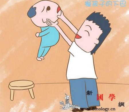 5岁宝宝脊椎变形这种逗娃方式千万别用了_鼻子-妈妈-宝宝-还会-