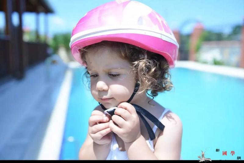 带孩子学游泳没想到意外收获这么多!_水里-自己的-游泳-学游泳-