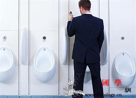 男人小便分叉怎么回事尿尿分叉居然是这些原因_分叉-包皮-怎么回事-尿尿-两性知识