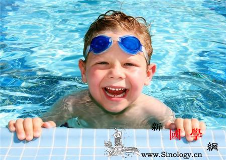 婴儿游泳有什么坏处_骨骼-脖子-婴儿-游泳-