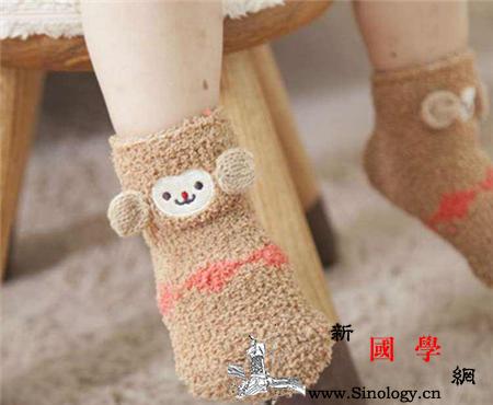 秋天宝宝晚上睡觉要穿袜子吗哪种袜子比较适合_袜筒-袜底-袜子-晚上睡觉-