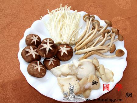 孕妇能吃菌类食物吗_菌类-倒入-适量-蘑菇-