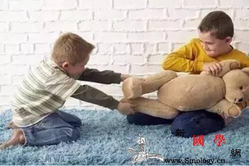 """孩子不肯让玩具就是""""小气鬼""""吗?_道歉-孩子-分享-自私-"""