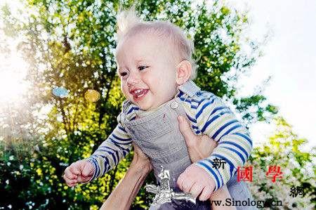 如何减少静电对宝宝的伤害冬季干燥怎么让宝宝_衣物-静电-干燥-冬季-