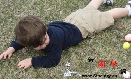 """宝宝喜欢""""假摔""""扶不扶?对付幼儿园影帝的办法_老师-影帝-哇哇-摔倒- ()"""